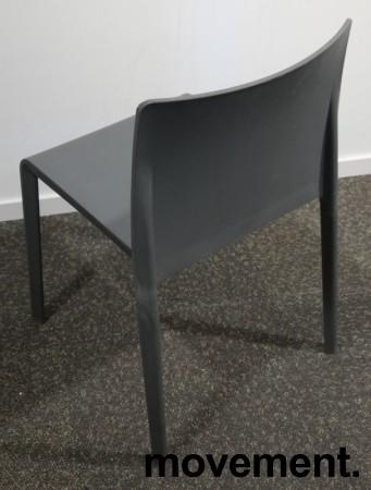 Kafestol / stol for uteservering i grå plast fra Pedrali, modell Volt, pent brukt bilde 3