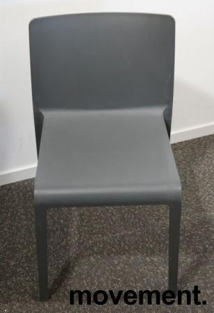 Kafestol / stol for uteservering i grå plast fra Pedrali, modell Volt, pent brukt bilde 2