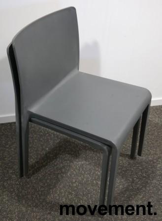 Kafestol / stol for uteservering i grå plast fra Pedrali, modell Volt, pent brukt bilde 4