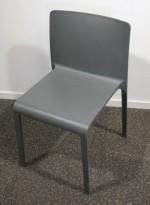 Kafestol / stol for uteservering i grå plast fra Pedrali, modell Volt, pent brukt