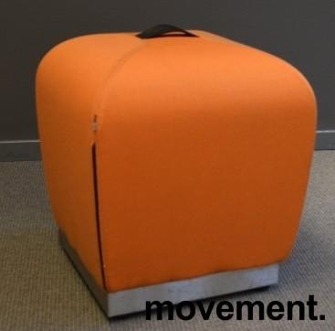 Sittepuff / krakk / pall fra ForaForm, modell Misto i orange,  43cm sittehøyde, design: Olav Eldøy, pent brukt bilde 1