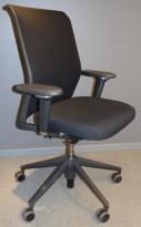 Vitra ID Mesh kontorstol i sort stoff / mesh rygg, armlener i sort/krom, sort kryss, pent brukt