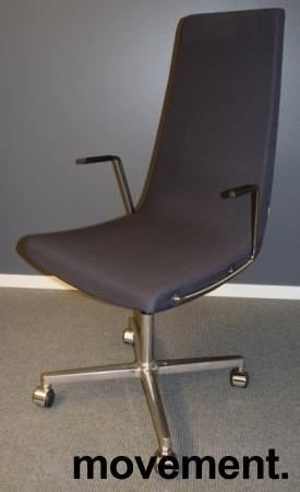 ForaForm Clint konferansestol på hjul med høy rygg og armlene i grått stoff, understell i krom, pent brukt bilde 1