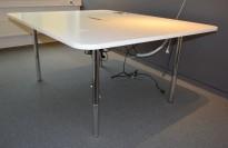 Martela prosjektbord / møtebord / arbeidsbord, 159,5 x 127,5cm, hvitt/krom, pent brukt