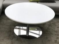 Lavt, rundt loungebord / sofabord i hvitt / krom fra Martela, Ø=105cm, H=52,5cm, pent brukt