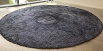 Rundt, håndvevd gulvteppe i blått, Ø=300cm, modell Vila fra Almedahls, 70% Ull, pent brukt