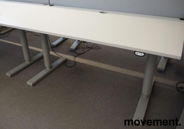 Martela elektrisk hevsenk-skrivebord 160x80cm, Lys grå plate, Grått understell, pent brukt bilde 1