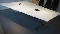 Trapesformet møtebord i hvitt / krom, 300x200cm, passer 10-12 personer, egnet for videokonferanse, pent brukt