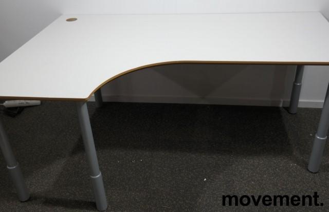 Hjørneskrivebord i lys grå / grå, 180x120cm, venstreløsning, pent brukt bilde 1
