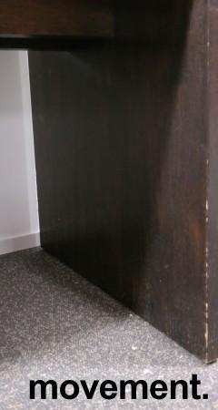 Barbord / ståbord i brunbeiset eik, 180x80cm, høyde 90cm, brukt med noe slitasje bilde 4