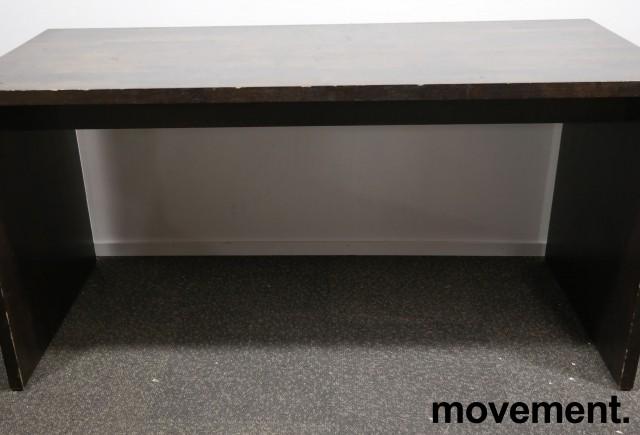 Barbord / ståbord i brunbeiset eik, 180x80cm, høyde 90cm, brukt med noe slitasje bilde 6