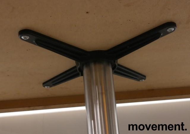Kafebord med plate i lys eikelaminat, understell i satinert stål for montering i gulv, 109x69cm, H=76cm, pent brukt bilde 3