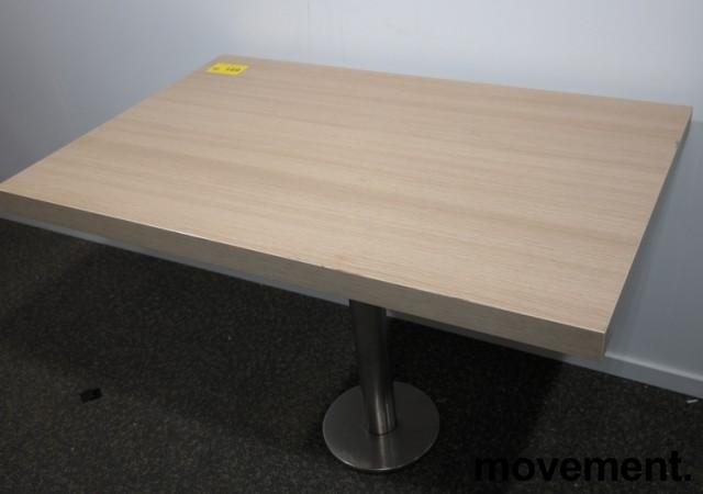 Kafebord med plate i lys eikelaminat, understell i satinert stål for montering i gulv, 109x69cm, H=76cm, pent brukt bilde 2