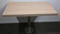 Kafebord med plate i lys eikelaminat, understell i satinert stål for montering i gulv, 109x69cm, H=76cm, pent brukt