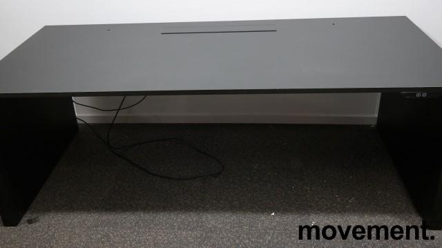 Skrivebord med elektrisk hevsenk i sort fra Ragnars, R6 WORK.STATION, 200x90cm, pent brukt bilde 6
