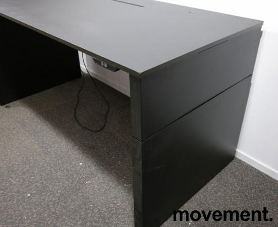 Skrivebord med elektrisk hevsenk i sort fra Ragnars, R6 WORK.STATION, 200x90cm, pent brukt bilde 8