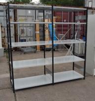 Stålhylle med 7stk sidegavler 203cm høyde og 35 stk 100x60cm hylleplater, pent brukt