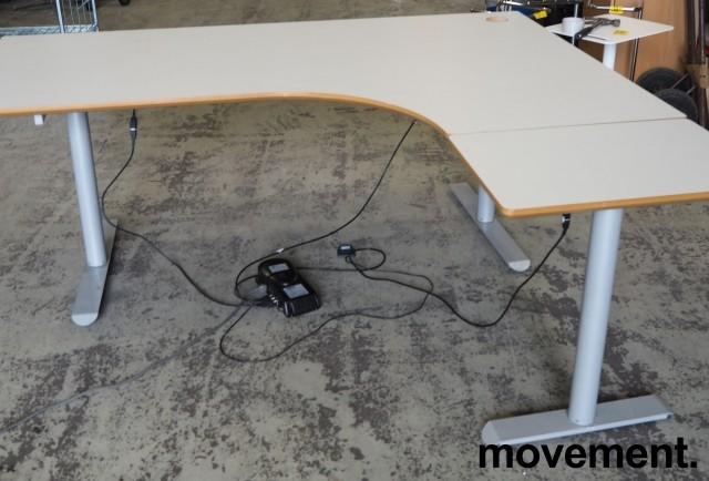 Hjørneløsning / skrivebord med elektrisk hevsenk i lys grå fra Linak. 180x160cm høyreløsning, pent brukt bilde 1