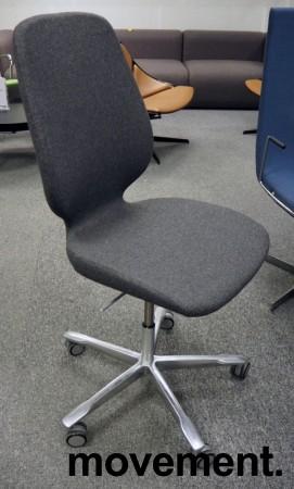 Kinnarps Monroe konferansestol i mørk grått stoff / polert aluminium, NYTRUKKET bilde 1