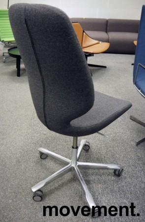 Kinnarps Monroe konferansestol i mørk grått stoff / polert aluminium, NYTRUKKET bilde 2