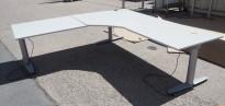 Hjørneløsning med elektrisk hevsenk fra Kinnarps, T-serie i lys grå, 220x220cm, pent brukt