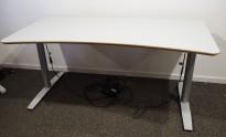 Skrivebord med elektrisk hevsenk i lys grå fra Svenheim, 160x80cm, pent brukt