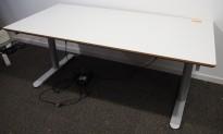 Skrivebord med elektrisk hevsenk i lys grå fra Linak, 160x80cm, pent brukt