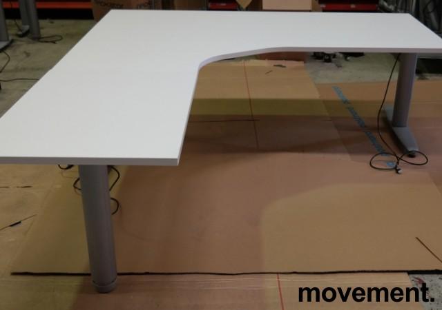 Kinnarps elektrisk hevsenk hjørneløsning skrivebord i hvitt, 180x200cm, sving på venstre side, T-serie, pent brukt understell med ny plate bilde 1