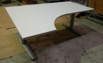 Kinnarps T-serie hevsenk i hvitt, 160x120cm, venstreløsning, pent brukt