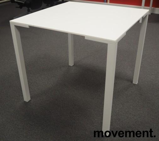 Kafebord / lite møtebord i hvitt fra Pedrali, modell Togo TG, 79x79cm, pent brukt bilde 3