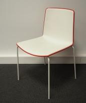 Konferansestol / kafestol i hvitt / rødt fra Pedrali, modell Tweet, pent brukt
