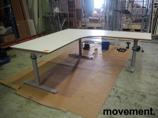 Hjørneløsning / skrivebord med elektrisk hevsenk i lys grå fra Svenheim. 200x180cm høyreløsning, pent brukt bilde 3