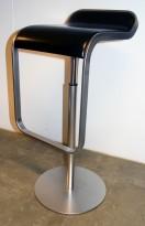 La Palma Lem Stool, høydejusterbar barkrakk i sort skinn / satinert stål,  pent brukt