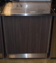 Arbeidsbenk / konsoll i rustfritt stål fra Nicro, 80x80cm, med skapfront i grå eikelaminat, pent brukt