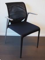 Konferansestol i sort / polert aluminium fra Vitra, modell MedaSlim, design: Alberto Meda, kan stables, pent brukt