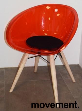 Loungestol i rød akryl, ben i lys eik fra Pedrali, modell Gliss Wood 904, pent brukt bilde 2