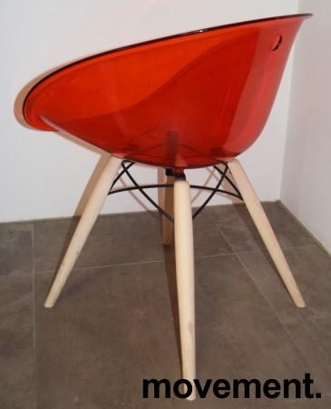 Loungestol i rød akryl, ben i lys eik fra Pedrali, modell Gliss Wood 904, pent brukt bilde 3