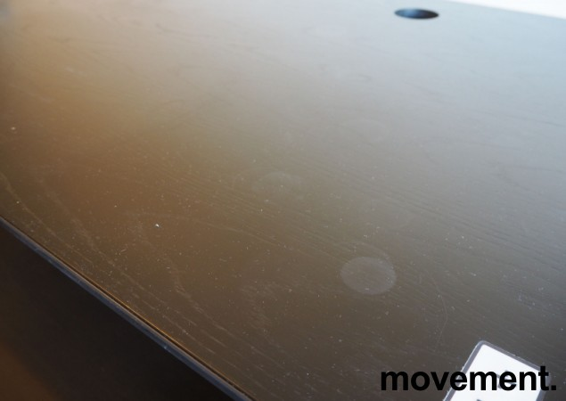 Skrivebord med elektrisk hevsenk i sort eik / sort fra Horreds, 180x90cm, pent brukt bilde 3