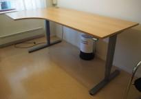 Skrivebord med elektrisk hevsenk i bøk fra EFG, 200x120cm, venstreløsning, pent brukt