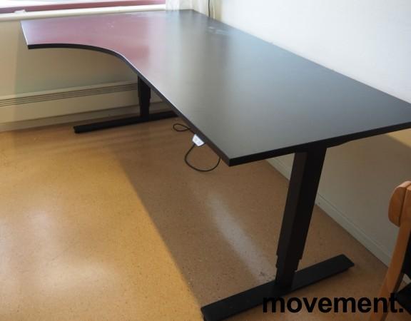 Skrivebord med elektrisk hevsenk i sort fra EFG, 200x120cm, venstreløsning, pent brukt bilde 1