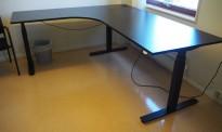 Hjørneløsning / skrivebord med elektrisk hevsenk i sort fra EFG, 200x180cm venstreløsning, pent brukt 2017-modell