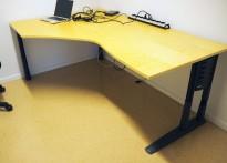 Kinnarps E-serie skrivebord hjørneløsning i bjerk, 180x120cm, venstreløsning, pent brukt