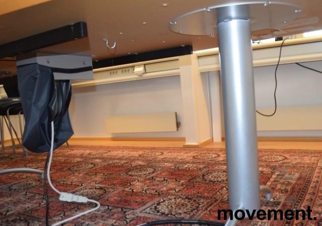 Møtebord i grått/mørkegrått, understell i grått, 420x114cm, passer 14-16 personer, pent brukt bilde 6