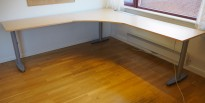 Kinnarps hjørneløsning skrivebord i bjerk, 220x220cm, T-serie, pent brukt