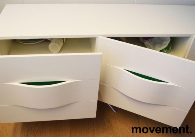 Mediabenk / Skjenk i hvit høyglans / detaljer i grønt, bredde 240cm, høyde 74cm, pent brukt bilde 3