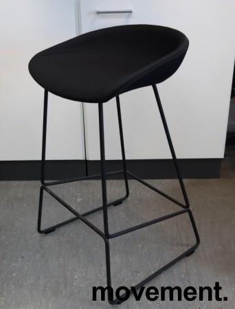 Barkrakk / barstol i sort fra HAY, About a stool, sete i sort stoff, sort metallunderstell, sittehøyde 65cm, pent brukt bilde 1