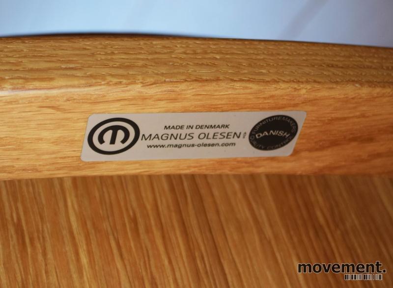 Loungestol i eik fra Magnus Olesen, modell Freya Lounge 4731, Design: Says Who, pent brukt bilde 4