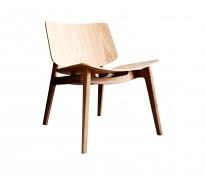 Loungestol i eik fra Magnus Olesen, modell Freya Lounge 4731, Design: Says Who, pent brukt