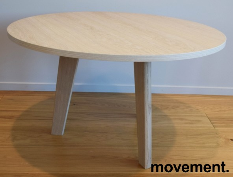 Loungebord / kaffebord fra Grande, eik finer plate, heltre eik ben, Ø=79cm, 47cm høyde, pent brukt bilde 2