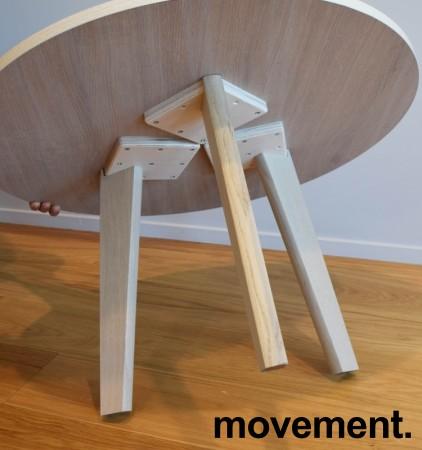 Loungebord / kaffebord fra Grande, eik finer plate, heltre eik ben, Ø=79cm, 47cm høyde, pent brukt bilde 3